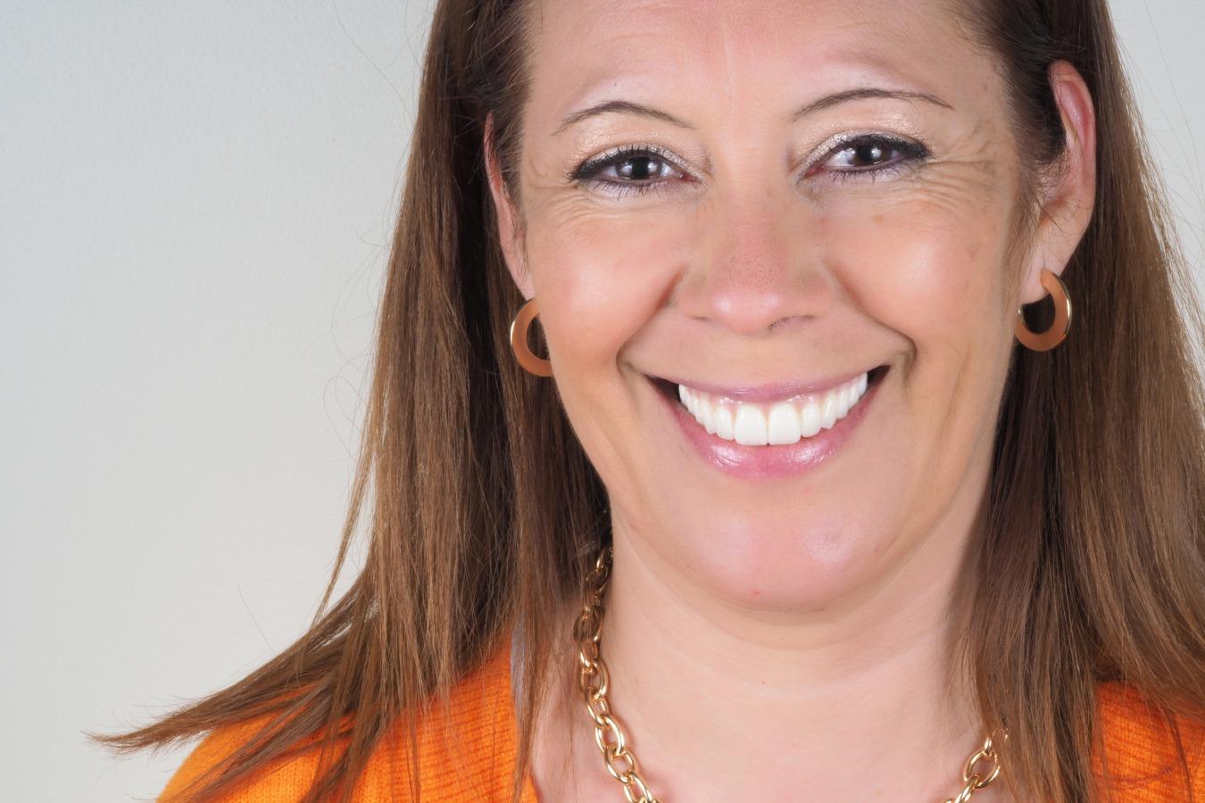 Paula Barros - Carga Imediata - Implantes Dentários